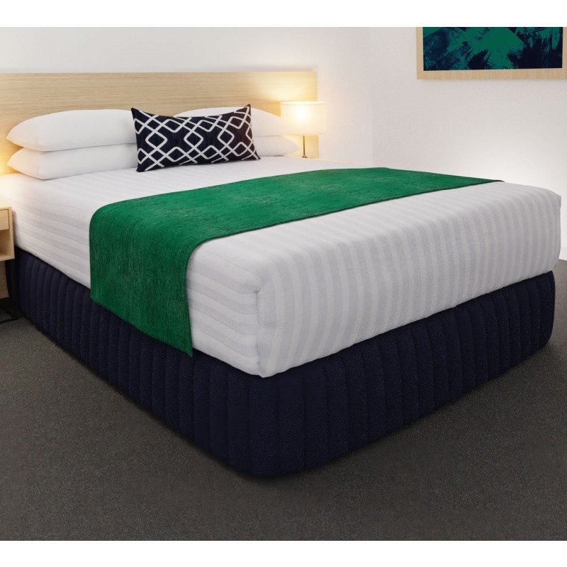 Clipper Jade Luxury STD Runner, with Chain Indigo Belair Cushion