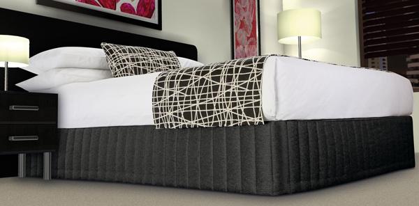 HotelHome 508_Valance_Siam_Black_Runner_Fiddlesticks_Dalmatian