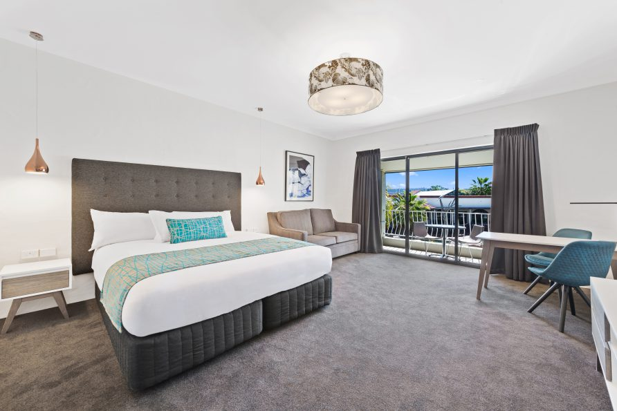 Quality Hotel Siesta Albury - Fiddlesticks Electra Cushion and Runner, Siam Charcoal Suite Valances by HotelHome